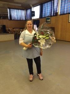 Françoise avec fleurs