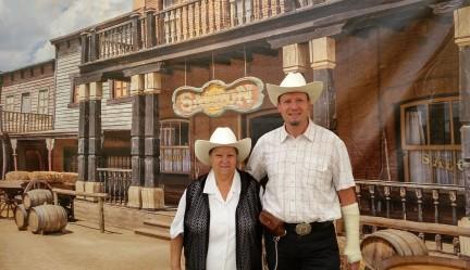 Pierre et Françoise devant saloon